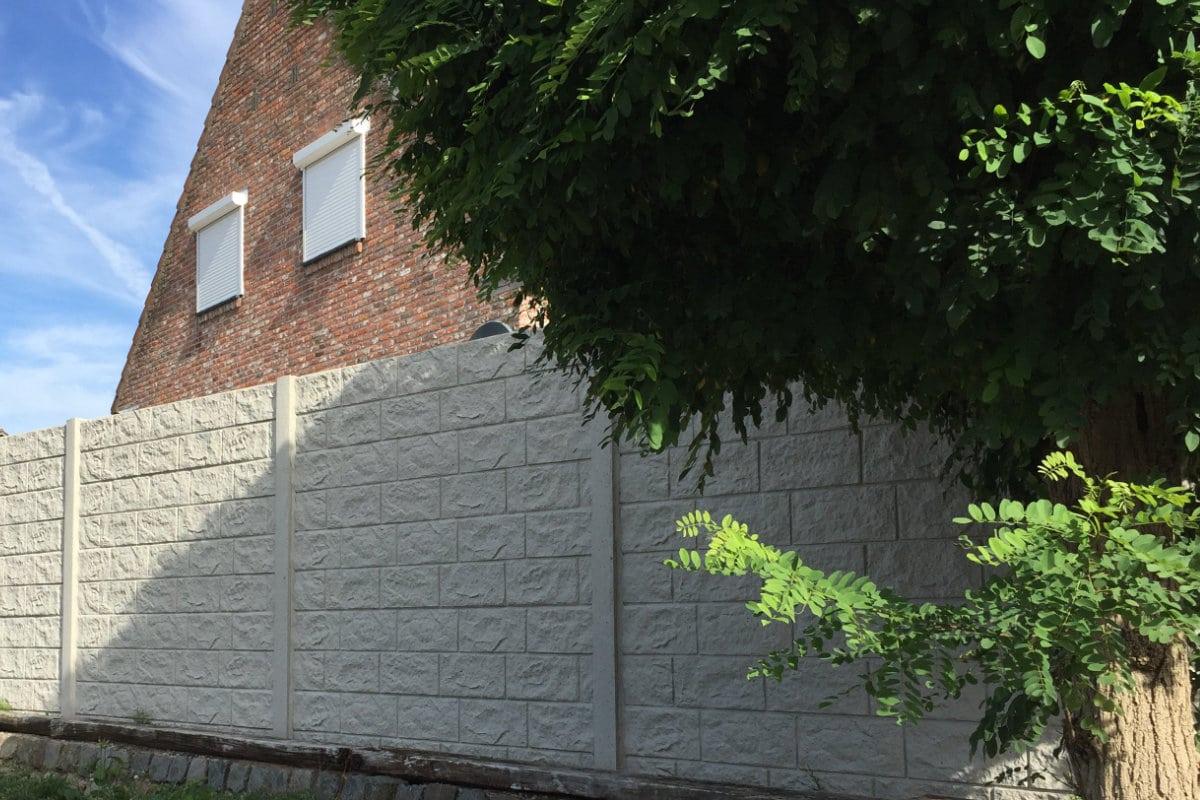 placer clôture en béton